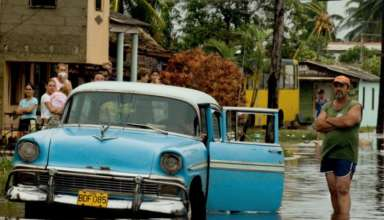 Эвакуация на Гаити и Кубе