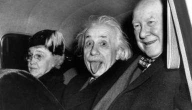 Культовый снимок Эйнштейна с высунутым языком куплен за 125 000 долларов